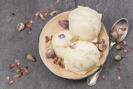 Rose Petal Ice Cream. Ice cream made with rose petal, cardamom, vanilla  and pistachios. Macro, selective focus Imagens