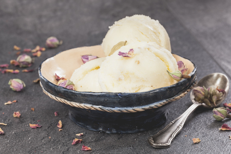 vanilla ice cream: Rose Petal Ice Cream. Ice cream made with rose petal, cardamom, vanilla  and pistachios. Macro, selective focus Stock Photo