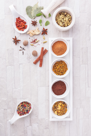 especias: Colorful Indian spices. Assorted spices in ceramic dishes  on a desk. Overhead view with retro style processing. Natural light