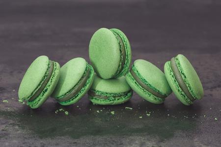 Fresh green macarons, close up. Spirulina green tea macaroon with powdered spirulina. Macro, selective focus, vintage toned image, blank space Standard-Bild
