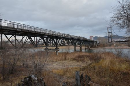 This picture shows an old elevated bridge with a simple metal grid one Stockfoto