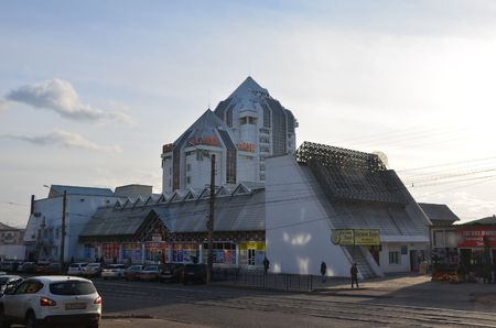 This picture shows a hotel tower as a pyramid Redactioneel