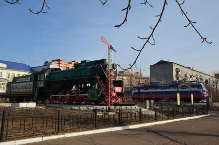 This picture shows old and modern locomotives as a part of railroad historical monument Stockfoto