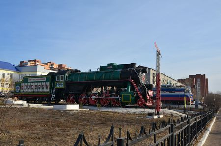 This picture shows old and modern locomotives (side view) 免版税图像