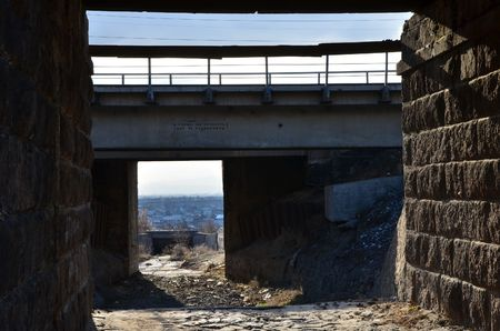 This picture shows a pass under the bridge (close view)