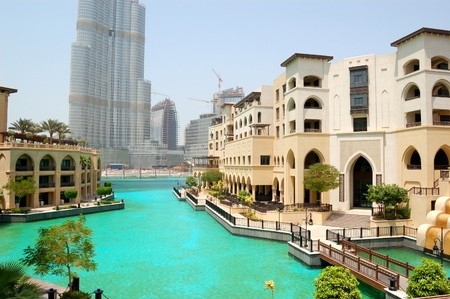 DUBAI, Emirats Arabes Unis - 27 ao�t: Le Palais de l'h�tel de luxe de la Vieille Ville, le 27 ao�t 2009 � Duba�, Emirats Arabes Unis. Il est situ� dans le centre de Duba� � proximit� de Burj Duba� (Burj Khalifa) skyscraperand et lac artificiel avec des fontaines dansantes Banque d'images - 8322241
