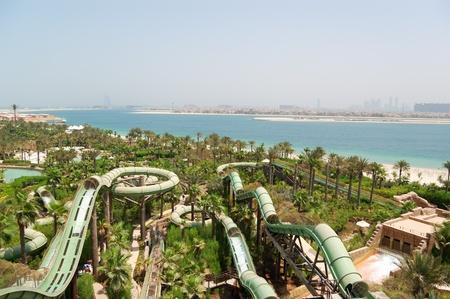 DUBAI, Emiratos �rabes Unidos - 28 de agosto: Aquaventure el parque acu�tico de Atlantis el hotel Palm, ubicado en el Isla Palm Jumeirah el 28 de agosto de 2009 en Dubai, Emiratos �rabes Unidos   Foto de archivo - 9036358