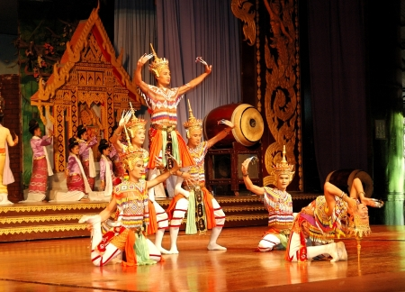 PATTAYA, THAILAND - SEPTEMBER 7: The famous Thai Culture and traditional dances show in Nong Nooch tropical garden on September 7, 2010 in Pattaya, Thailand. More then 2000 visiters attend it daily
