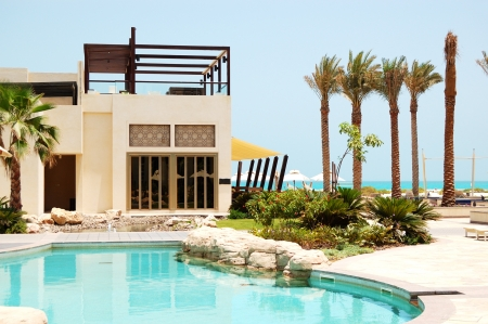 arabic: Swimming pool at the luxury villa, Saadiyat island, Abu Dhabi, UAE