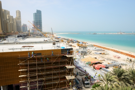 DUBAI, UAE - SEPTEMBER 11: The view on construction of the new hotel and  construction of the 210-metre Dubai Eye on September 11, 2013 in Dubai, UAE. It will be the worlds largest Ferris wheel.