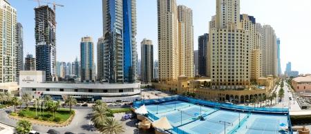 DUBAI, Emiratos �rabes Unidos - 12 de septiembre: El Paseo en el Jumeirah Beach Residence el 12 de septiembre de 2013, de Dubai, Emiratos �rabes Unidos. En la ciudad de longitud del canal artificial de 3 kilometros a lo largo del Golfo P�rsico.