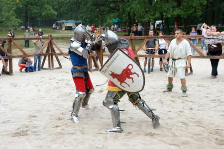 BILA TSERKVA, UKRAINE - SEPTEMBER 15: The fight of Knights during Spur Fest on September 15, 2018 in Bila Tserkva, Ukraine. 写真素材 - 113679405