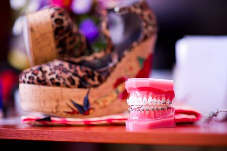 artificial jaw holds a wedding ring. Happy wedding concept. Wedding jokes. Standard-Bild - 129351908