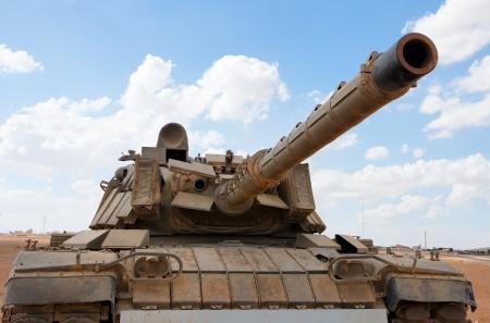 tanque de guerra: Antiguo dep�sito de Magach israel� cerca de la base militar en el desierto