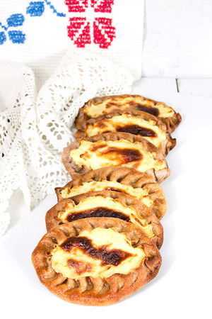 fond: In Karelia very fond of hot tea with wickets. Wickets a traditional Karelian pastries. Bake them mainly with potatoes or porridge.