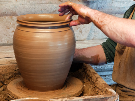 Hands of a Potter making a large vessel on the pottery wheel. 스톡 콘텐츠 - 100152085