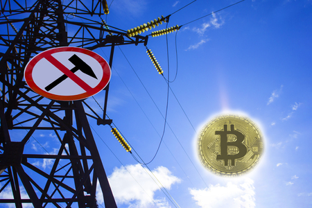 energy for mining cryptocurrency. Power line with a mining ban sign. Bitcoin coin instead of the sun. Stockfoto