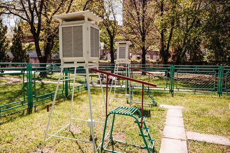 estación meteorológica al aire libre