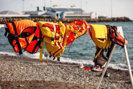 life jackets on the beach Standard-Bild