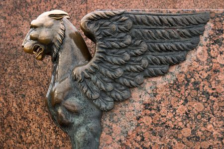 winged lion: escultura de grifo Foto de archivo
