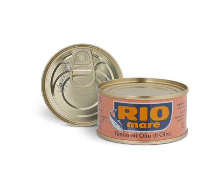 moldova: CHISINAU, MOLDOVA - AUGUST 12, 2016: Can of Rio Mare brand tuna in olive oil. Rio Mare is manufactured by Bolton Group, the European leader in canned tuna fish. With clipping path.