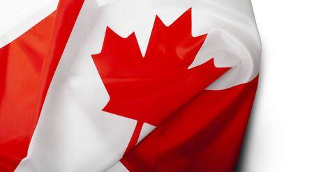Wehende Kanada-Flagge isoliert auf weißem Hintergrund