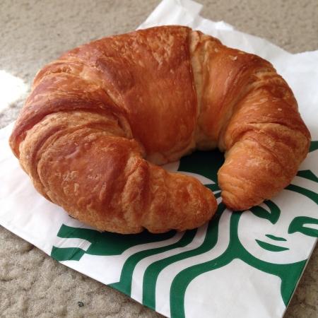 Starbucks croissant Фото со стока