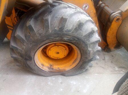 No brand names, just type and size designations. Vulcanization. Flat tire. Trucks. 版權商用圖片
