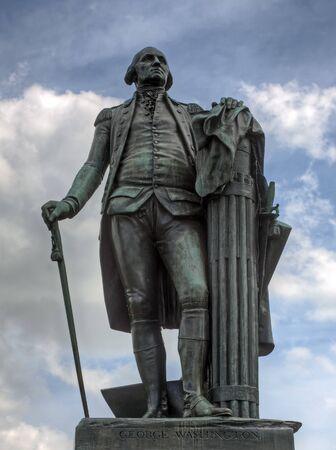 george washington: Una estatua de bronce de George Washington en Valley Forge National Historical Park Foto de archivo