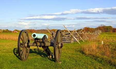 gettysburg battlefield: A cannon on the battlefield at Gettysburg National Military Park,Pennsylvania,USA  Stock Photo
