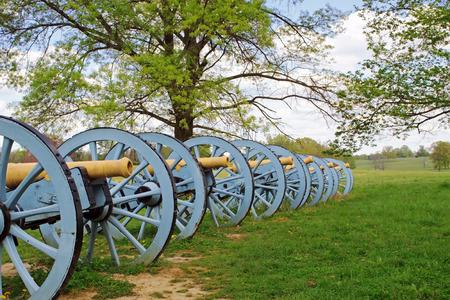バレー フォージ国立歴史公園、ペンシルバニア州、アメリカ合衆国でディスプレイの上に大砲を革命的な戦争