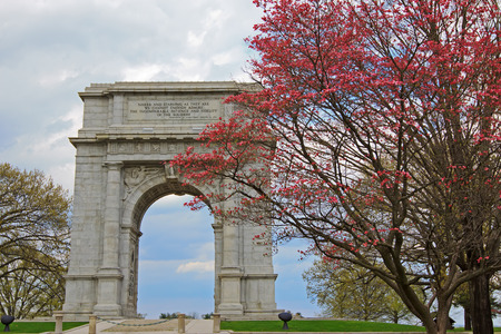 monument historical monument: The National Memorial Arch monument dedicated to George Washington and the United States Continental Army.This monument is located at Valley Forge National Historical Park in Pennsylvania, USA. Stock Photo