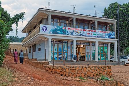 WAKISO UGANDA - 24 augustus 2017: Een klein ziekenhuis in Wakiso District gelegen in het centrale deel van Oeganda, Afrika.