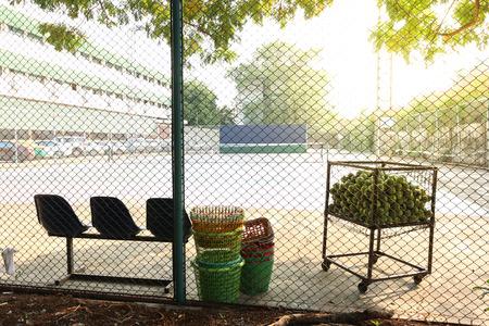 outdoor tennis court view through metal net 版權商用圖片