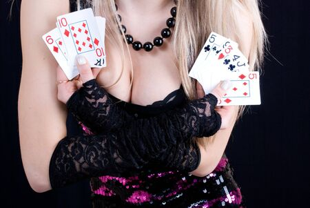cartas de poker: una sexy mujer con naipes Foto de archivo