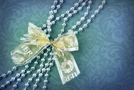 fiocco oro: Magnifico sfondo blu con fiocco oro