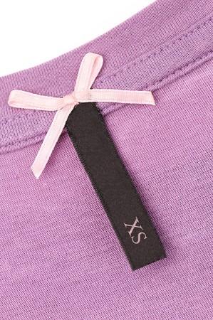 etiquetas de ropa: Close-up de prendas de vestir de etiqueta
