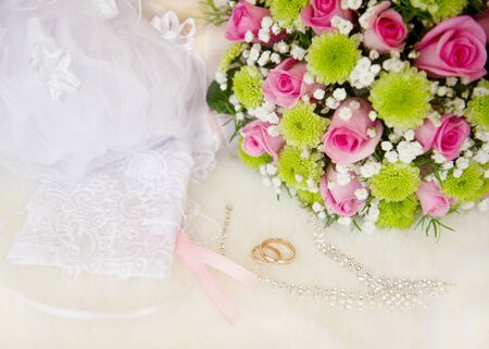 rins: Wedding bouquet and rings, soft focus. Stock Photo