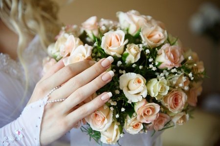 Bride hand with luxuus bridal bouquet of roses. Stock Photo - 9258024