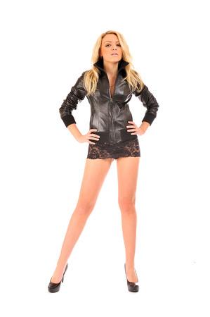 falda corta: Mujer rubia atractiva en la falda de encaje corta con las piernas largas y hermosas. Foto de archivo