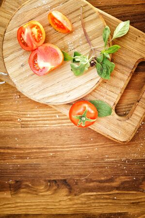 Close-up of fresh, ripe tomatoes on wood background, copy space for text, top view Фото со стока - 129016532