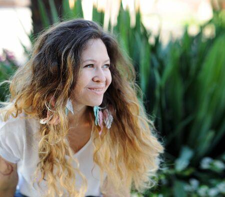 Smiling woman portrait, outdoors Фото со стока - 130997679