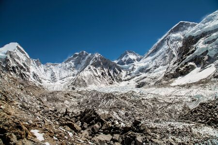 Himalaya mountains, Nepal. Beautiful snow landscape. Way to mount Everest base camp, khumbu valley - Nepal 免版税图像