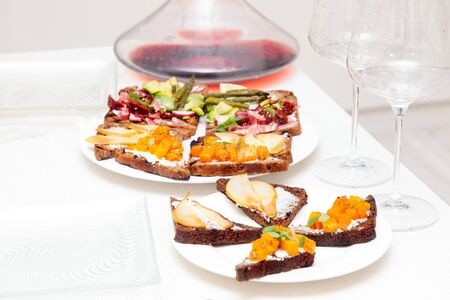Assorted bruschetta with various toppings. Variety of small sandwiches. Mix bruschetta. Party concept. Banque d'images - 132080571