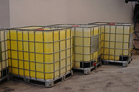 bulk container for liquid solvent and chemical storage, industrial chemical Stockfoto - 101524551