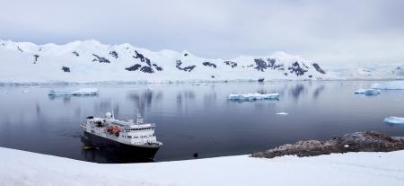 Antarctic Landscape - Ship in Antarctic Waters Stock fotó - 23971077