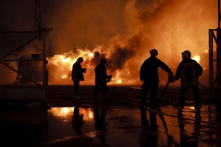 Silhouette der Feuerwehrleute