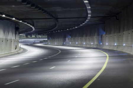 curve of the road: Empty freeway at night