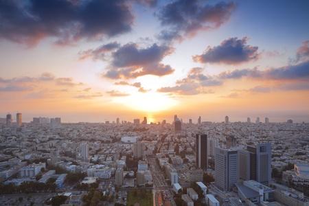 日没で、イスラエルのテルアビブ