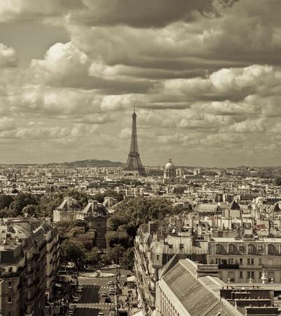 街のスカイライン - セピア トーン, パリ、フランスの 2 つの異なるショットから撮影この画像